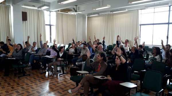 274e3b60aebe ... convocada pelo ANDES/UFRGS, os docentes presentes decidiram, por  unanimidade, aderir à Greve Nacional da Educação, paralisando no dia 15 de  maio.